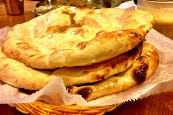 Cách làm bánh nướng thơm lừng Naan Ấn Độ